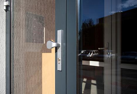 aлюминиевые-двери